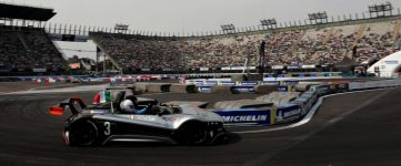 Un joueur eSport bat un ancien pilote de F1 dans une course IRL