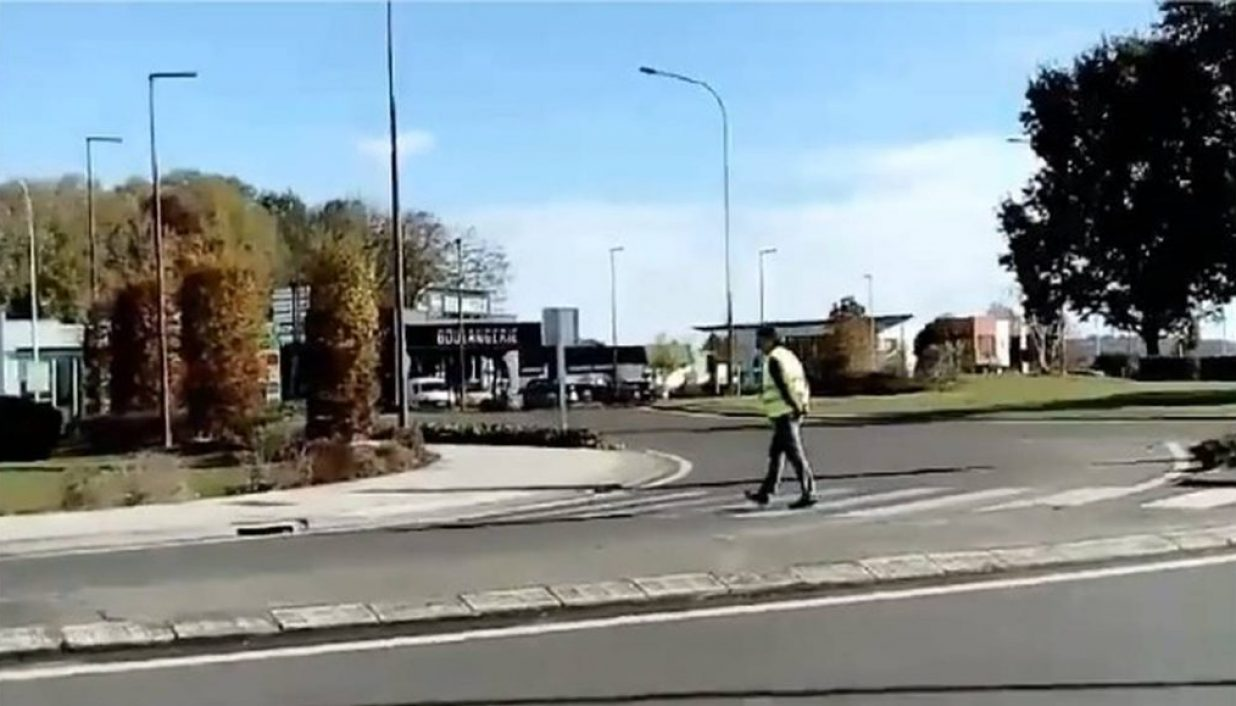 Gilets Jaunes : il prend d'assaut le rond-point de Serres-Castet... désespérément seul
