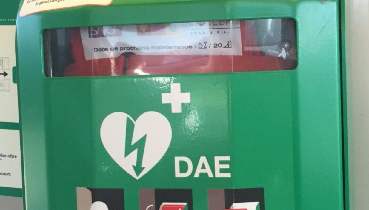 Défibrillateur vert